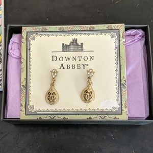 Downton Abbey earrings and necklace